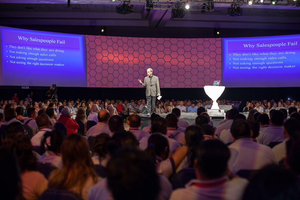 Hal Becker, sales trainer Akron Ohio, on stage giving one of his famous speeches to a large audience.