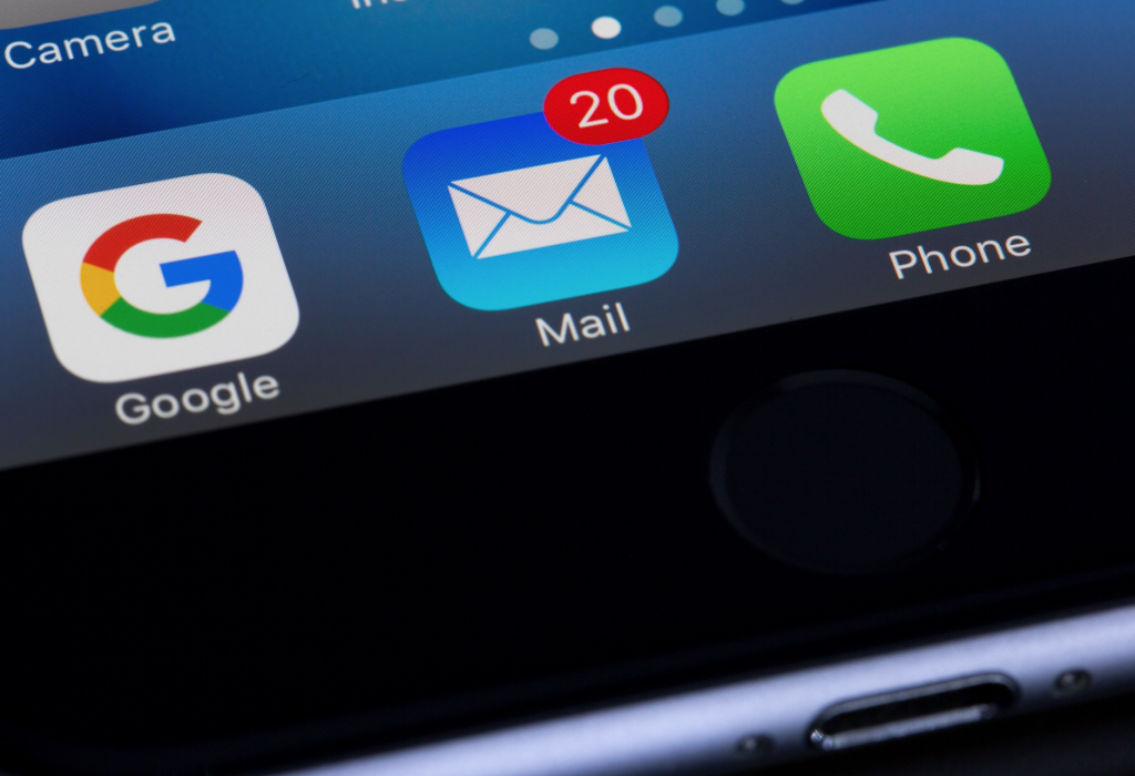 Email-on-smart-phone